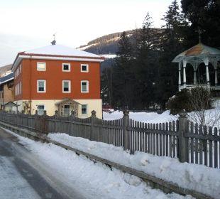 """Vorderansicht mit Garten """"Prennhof/Villa Vidal"""""""