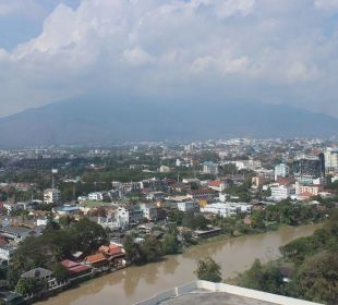 Blick zum Fluß bei Tag Hotel Holiday Inn Chiangmai