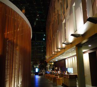 Rezeption im Inneren vom Hotel Radisson Blu Hotel Köln