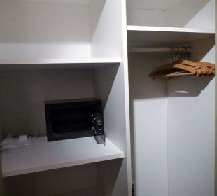Schrank mit Safe auf dem flur Hotel Forsthaus Damerow