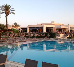 Poolanlage mit Restaurant Hotel Horizon Beach Resort