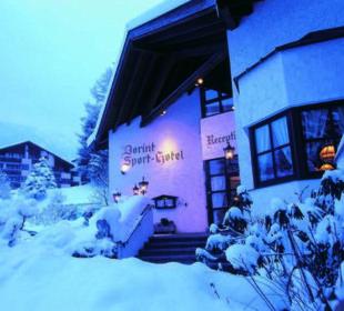 Eingang Haupthaus Dorint Sporthotel Garmisch-Partenkirchen