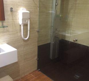 Badezimmer Suite mit großer Dusche Hotel Corissia Princess