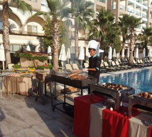 Büffet am Pool Hotel Side Crown Palace
