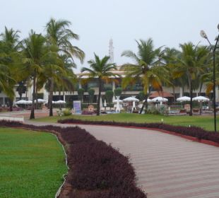 Weg zum Strand Hotel Holiday Inn Resort Goa