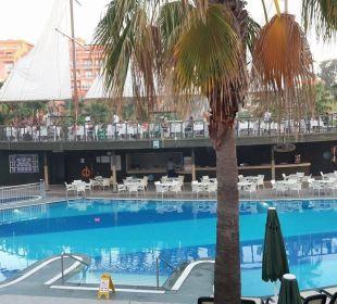 Ein Teil des Ruhepools abends Hotel Can Garden Resort