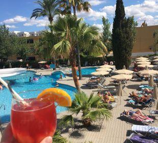 Blick von Dachterrasse auf Pool JS Hotel Sol de Alcudia