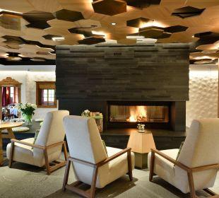 Lounge mit offenem Kamin Hotel Goldener Berg