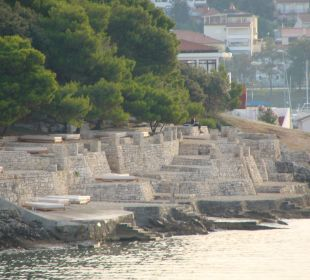 Tarasy słoneczne nad wodą Verudela Beach & Villa Resort
