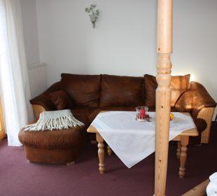 Ledersofa im Himmelbettzimmer Hotel Alpenhof Jäger