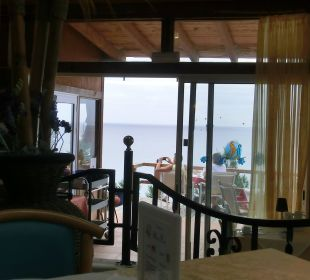 Durchblick zur Terrasse vom Restaurant Suitehotel Monte Marina Playa