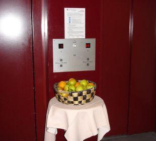 Obstkorb am Aufzug Best Western HOTELBERN