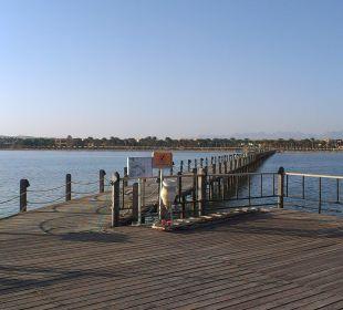 Blick von der Seebrücke Richtung Hotel Stella Di Mare Beach Resort & Spa Makadi Bay