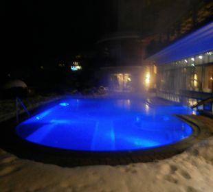 Pool am Abend Hotel Post Lermoos