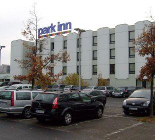 Aussenansicht mit Parkplatz Park Inn by Radisson Hamburg Nord