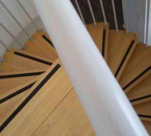 Wendeltreppe zum Wohnzimmer Ferienwohnungen Kaiservillen - Ferienwohnungen Seebrücke