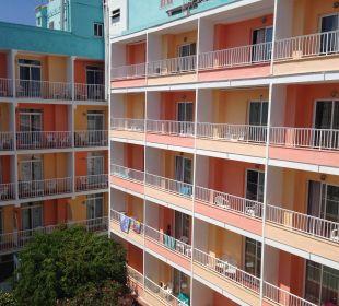Fachada del hotel desde la habitacion Hotel Calma