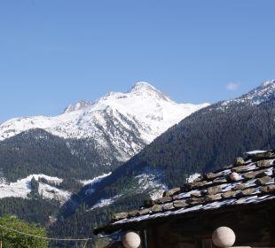 Blick von der Terrasse auf die Berge Alpengasthof Enzianhof