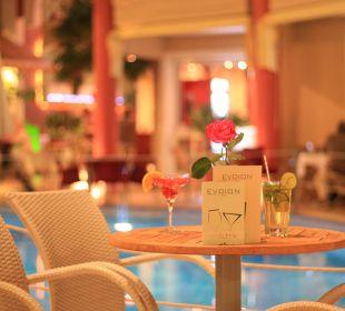 Da genießt man abends einen Cocktail Evdion Hotel