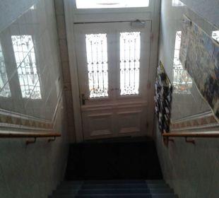 Eingangstür von innen ALPHA Hotel Garni