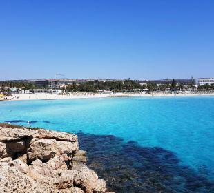 Blick auf das Hotel und Strand Hotel Nissi Beach Resort