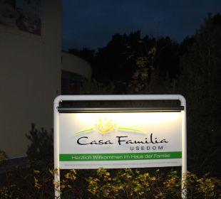 Werbeschild an der Einfahrt Casa Familia