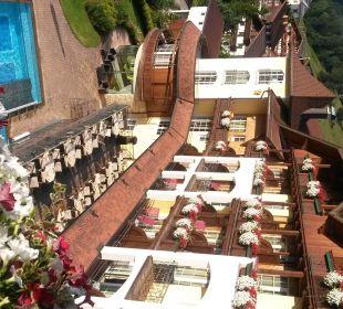 Außenansicht des Hotels in den Morgenstunden Hotel Post Lermoos