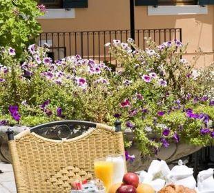 BREAKFAST IN THE GARDEN Hotel Bella Venezia