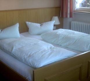 Doppelbett im Standardzimmer Hotel Bellevue