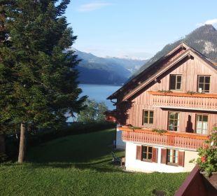 Blick vom Balkon auf den See Mondi-Holiday Seeblickhotel Grundlsee