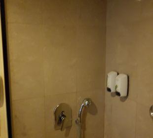 Das Bad ohne Badewanne es ist eine vertiefte Dusche Kilikya Palace Göynük