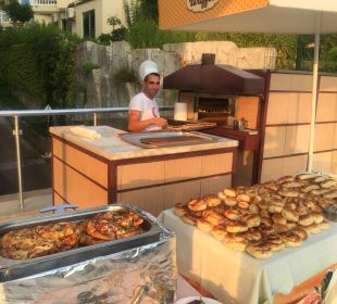 Frische Pizza und Brot Hotel Side Sun