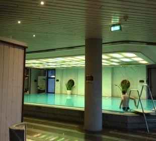 Pool im Wellnessbereich Maritim Hotel Bremen