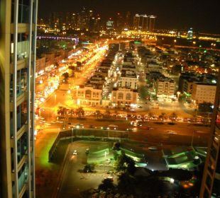 Ausblick aus Zimmer 21. Etage nachts Hotel Grand Millennium Al Wahda Abu Dhabi