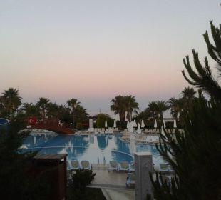 Pool in der Dämmerung Oz Hotels Incekum Beach