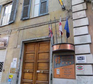 Unauffälliger Eingang Hotel Cairoli
