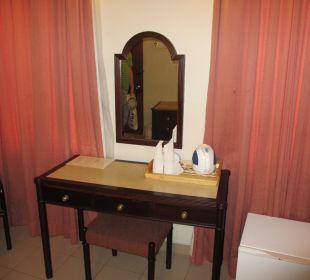 Tisch mit Spiegel Shalimar Hotel