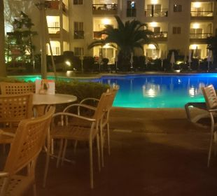 Poolanlage am Abend Hotel Viva Tropic