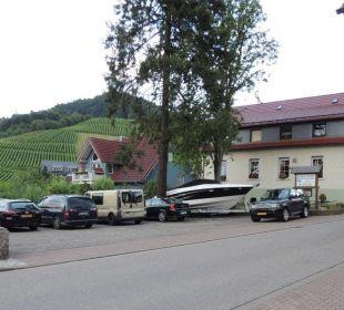 Großer Parkplatz am Hotel Faxe Schwarzwälder Hof Waldulm