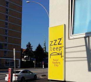 Außenansicht - Hinweisschild Hotel Zleep Hamburg City
