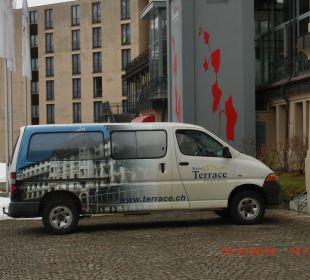 """Das Auto mit """" Hotel Terrace"""" Beschriftung Hotel Terrace"""