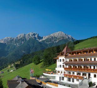 Das Berghotel Zirm im Sommer Kronplatz-Resort Berghotel Zirm
