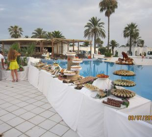 Buffet nach dem 1. Ansturm Royal Lido Resort & Spa