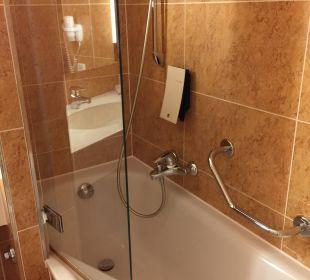 Das Bad ist nicht besonders schön und sauber! Relexa Hotel Ratingen City
