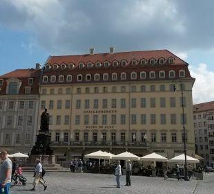 Schönes Bauwerk mit Außenterrasse Steigenberger Hotel de Saxe