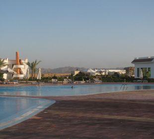 Pool mit Blick ins Hinterland