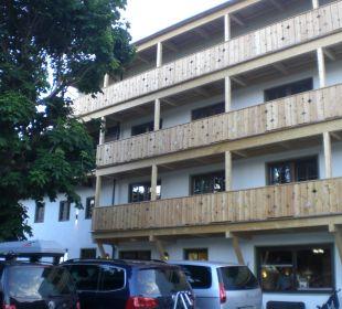 Parkplatz und Eingang Familien-Landhotel Stern