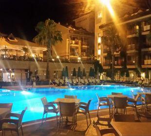 Pool bei Nacht Hotel Can Garden Resort