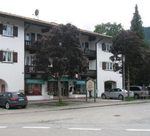 Frontseite mit Eingang Hotel Bellevue