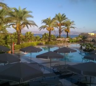 Pool am Abend  Hotel Horizon Beach Resort